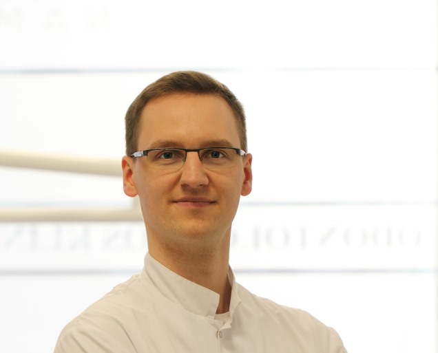 Adomas Rovas | Periodontologas