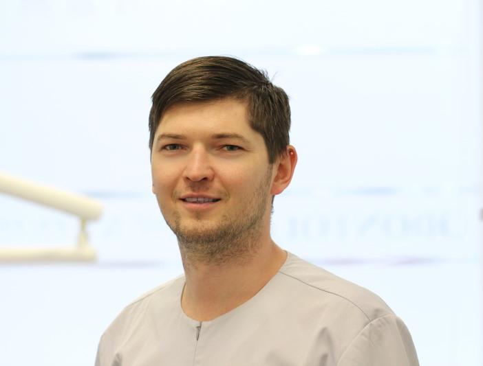 Raimundas Golubevas | Burnos žandikaulių chirurgas